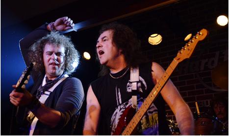 Din cretacicul muzicii rock in Hard Rock Café
