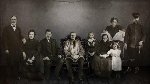 """Premieră la Teatrul Mic: """"Familia Jeleznov"""""""