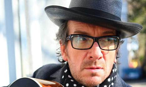 Inca 10 zile de bilete la pret redus pentru concertul Elvis Costello