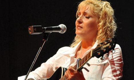 """Maria Gheorghiu: """"Cei care te asculta trebuie sa se regaseasca in ceea ce canti"""""""