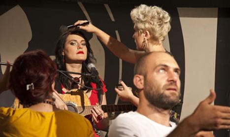 """Alina Manole lanseaza clipul """"Ea nu ma stie"""" pe 26 septembrie"""