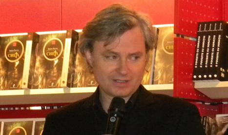 """Simon Toyne: """"Cititorii sunt niste fiinte sofisticate carora trebuie sa le faci mereu surprize"""""""