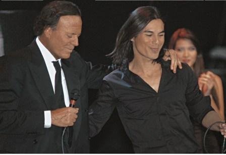 Concertul Julio Iglesias din 20 mai a fost reprogramat in iulie