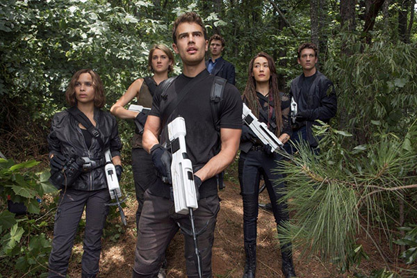 """""""Allegiant"""" intra in cinematografe pe 11 martie"""