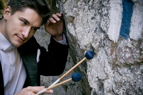 Alexandru Anastasiu cântă la marimbă și vibrafon la Sala Radio