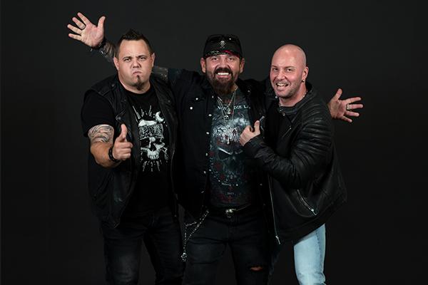 Manic Sinners semnează cu casa de discuri italiană Frontiers Music
